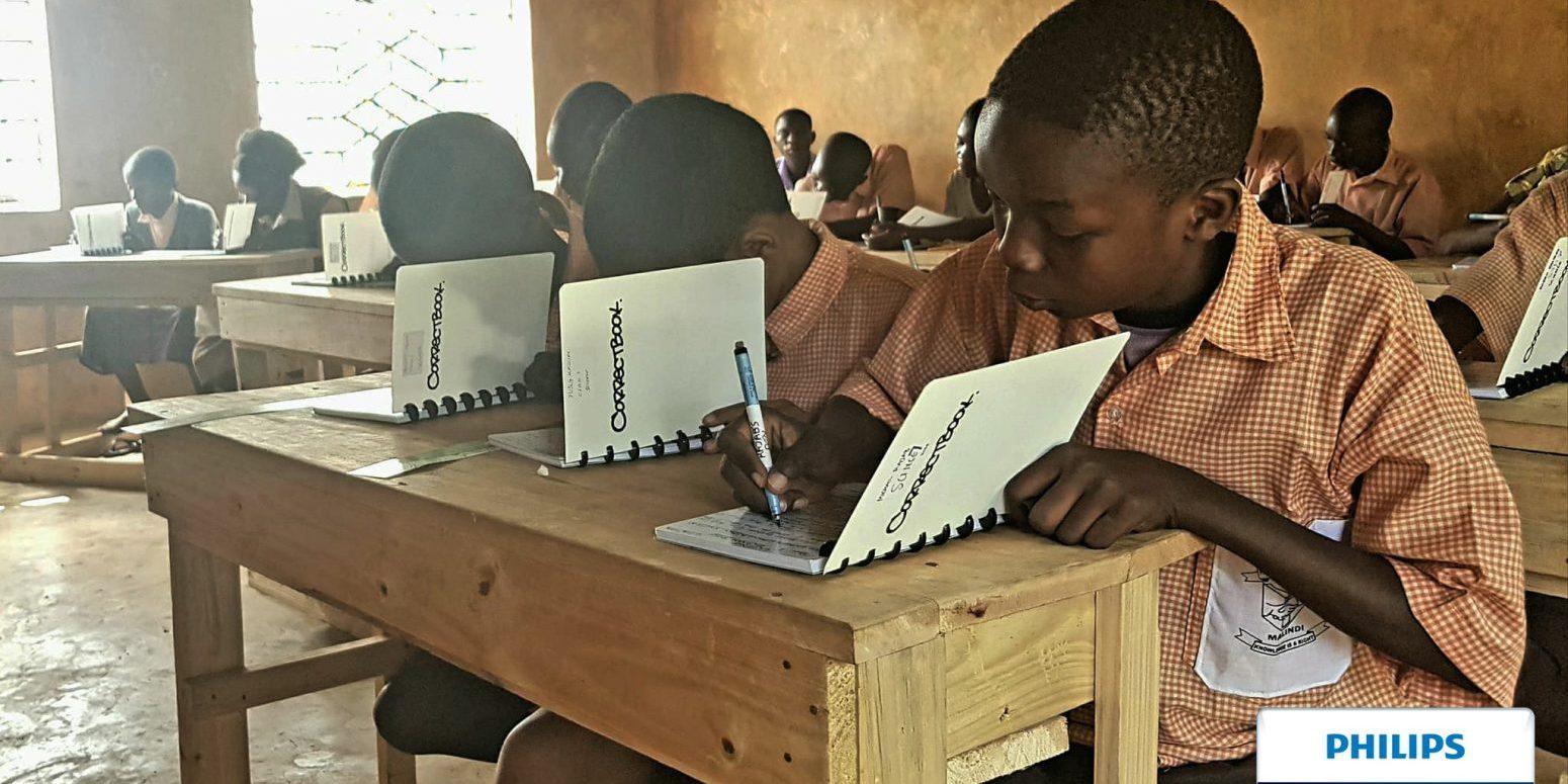 Correctbook wilt 1 miljoen kinderen van uitwisbaar schoolmateriaal voorzien en is genomineerd voor Philips Innovation Awards.